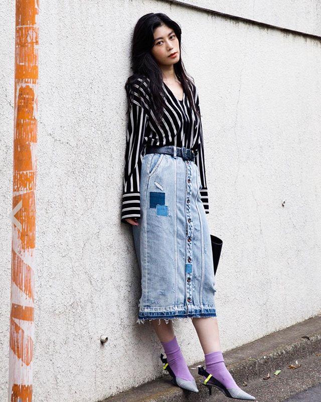 @denhamjapan のデニムスカートに私服を合わせたスタイル昔からパープルがすきだったけど、今年は更にパープルが好きで今回は靴下に♡久々に撮っていただいた @sasai_tacos 📸#pr#DENHAM#デンハム