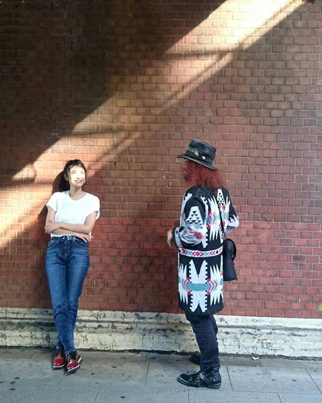 先日の一コマ。ヘアメイクは私が10代からの繋がりの @hoshino_kanako 🧡昔からとっても優しくて、でも物事をはっきりと言ってくれるホントに信頼出来るステキな女性。カメラマンはドイツ在住の @jumpei_tainaka 氏。すごい瞬間をたくさん撮ってくださる人。すごい方たちに出逢える奇跡。一つ一つがホントに意味ある出来事。しっかり感じていこう。