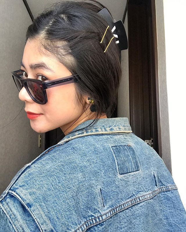 今日のアクセサリーsunglasses // @oliverpeoples hair clip // @theatre_products #izumisfashion #しふく