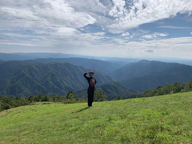 平谷の名所、高峰山⛰の山頂へ。昼間と夜でこんなにも違う。昼間は山を感じ、夜は空を味わう。流れ星も流れたよ自然の美しさは偉大でした。#長野県#平谷村#高峰山