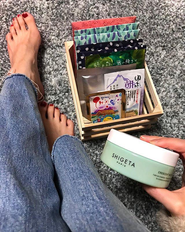 お家で温泉気分️を味わっちゃおう🧖♀️️癒し効果抜群の入浴剤はこちら♡.いただいてから保管していたものや、地方へお邪魔したときにお土産コーナーで購入したもの。こういうときにじっくり味わおう♡@nehan_tokyo @shigeta_japan #bathtime