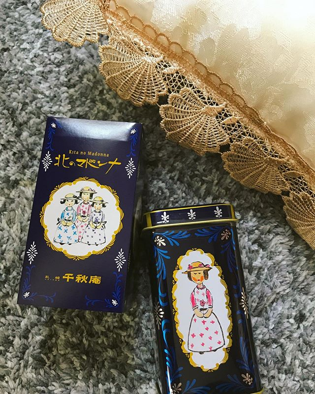 :)@fujingahoshop でお取り寄せしたものが届きましたー♡わーい╰(*´︶`*)╯♡北海道札幌生まれの銘菓、北のマドンナです。♡なんとも癒し系の女性たち。お菓子が食べてみたかったのはもちろん、缶に一目惚れしたので、お部屋のインテリアにも使いたくてね💭♡はぁ、しあわせ♡.#お取り寄せお菓子